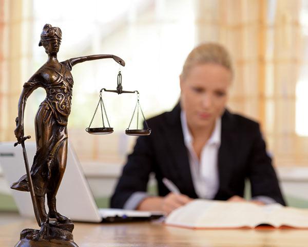 KFZ-Schadengutachten-Sachverstaendiger-Unfall-unverschuldet-Anwalt-Recht